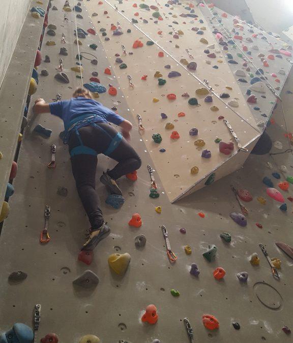 Dan v plezalnem centru – športna skupina SS Črnuška gmajna